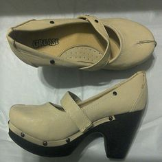 Beige platform heels size 7 Bundle add-on item Excellent condition Shoes Platforms