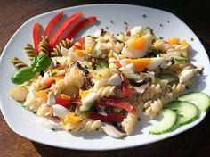 Bunter Nudelsalat vegetarisch - Foto klicken, um zum Rezept zu gelangen: Nudelsalat-Rezept.de