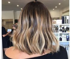 Medium, Beachy Waves with Ombre Highlights - 40 On-Trend Balayage Short Hair Looks - The Trending Hairstyle Brown Hair Shades, Brown Ombre Hair, Ombre Hair Color, Brown Hair Colors, Bronde Hair, Balayage Hair, Honey Balayage, Red Blonde Hair, Blonde Lob