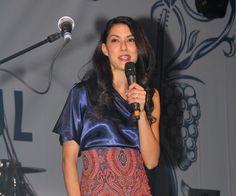 """Beim """"Spirit of Istanbul""""-Festival in Berlin sorgte Rebecca Mir am Wochenende für Stimmung auf der Bühne. Die 24-Jährige moderierte die einzelnen Musik-Acts an und flirtete mit der Menge."""