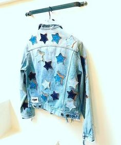 denim jacket with stars Custom Clothes, Diy Clothes, Jean 1, Estilo Jeans, Denim Art, Diy Vetement, Denim Fashion, Cute Outfits, Modest Outfits