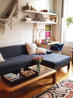 10 Perfect Living Room Home Office Nooks: Short on Space but Not Style 10 Perfektes Wohnzimmer Home Office-Ecken: Platzmangel, aber kein Stil Cozy Apartment Decor, Small Apartment Living, Small Living, Apartment Therapy, Studio Apartment, Apartment Ideas, Apartment Office, Apartment Layout, Condo Living