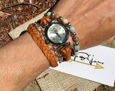 Bijoux artisanaux par JcupBijoux sur Etsy Artisanal, Wood Watch, Bracelet Watch, Etsy, Handcrafted Jewelry, Wristwatches, Unique Jewelry, Accessories, Wooden Clock