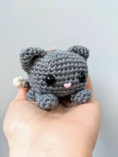 Crochet Diy Free Amigurumi Pattern: Cube Kitty Cat pattern by Crafty Bunny Bun Crochet Diy, Chat Crochet, Crochet Simple, Crochet Cat Pattern, Crochet Amigurumi Free Patterns, Ravelry Crochet, Ravelry Free, Crochet Cats, Crochet Rabbit