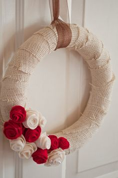 Love this wreath w/ pearls on the flowers.