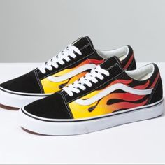 Classic Old Skool Flame Vans! Vans Outfit, Vans Old School Outfit, Old Skool Outfit, Custom Slip On Vans, Vans Shoes Fashion, Vans Original, Adidas Shoes Outlet, Skate Shoes, Women's Shoes