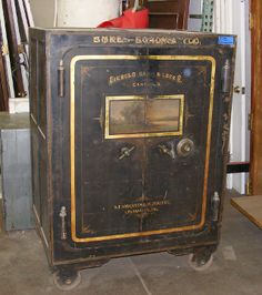 Vintage safe. Amazing. At Southern California Architectural Salvage socalarchitecturalsalvage.com