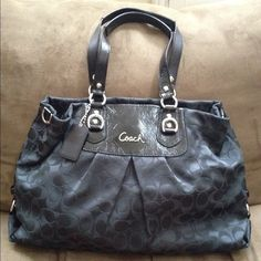 Coach purse Previously worn but still in excellent condition! Dimensions and style number in comments :) Coach Bags Shoulder Bags
