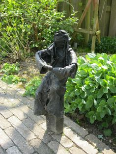 Zomaar een beeld voor in de tuin.....zelfgemaakt( Anne K, Just a sculpture for in my own garden....made by myself