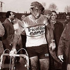 Parigi-Roubaix 1959, 12 aprile. Un irriconoscibile Fausto Coppi (1919-1960), quarantaquattresimo al traguardo della sua ultima Roubaix