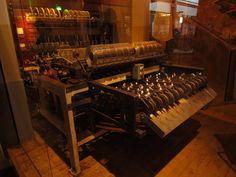 машина для упаковки конфет Киссес в фольгу