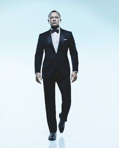 Daniel Craig is one of my favorite actors because James Bond is one of my favorite movies and also I like all of his suits because they look very nice and I want one. Rachel Weisz, Sharp Dressed Man, Dressed To Kill, Well Dressed, Bond Suits, James Bond Style, James Bond Tuxedo, James Bond Suit, Daniel Craig James Bond