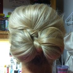 Hair bow.. So pretty for anyone that wants their hair all the way up! - Click image to find more Weddings Pinterest pins