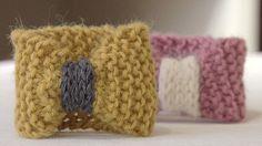 Vidéo DIY : comment réaliser une manchette en tricot ? - Cosmopolitan.fr. Retrouvez toutes nos laines sur Perles & Co : http://www.perlesandco.com/Mercerie_Custo_Laine_et_Feutrine-c-2629_352.html