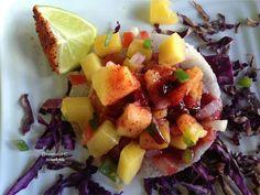 Taco de jicama con camaron,mango,chile verde,cebolla morada pina y aderezo de chipotle