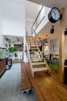 自分スタイルでつくるグリーンに囲まれたお家 Foyer Staircase, Entrance Foyer, Types Of Stairs, Japanese House, Wooden Flooring, Interior And Exterior, Living Room Designs, Living Spaces, House Tours