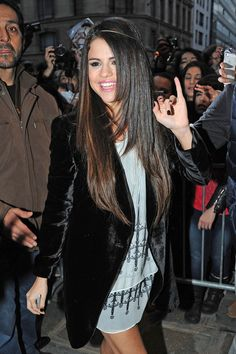 Selena Gomez Waves to Fans in Paris
