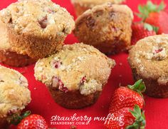 Muffins packed with strawberries and topped with sugar crumbles! | pipandebby.com