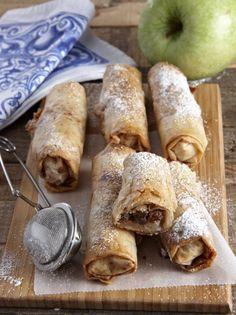 Μπουρεκάκια με μήλα και χαλβά - www.olivemagazine.gr Greek Sweets, Greek Desserts, Greek Recipes, Tzatziki, Greek Dishes, Chocolate Sweets, Sweets Cake, My Best Recipe, Mini Foods