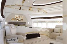 In aereo come su uno yacht di lusso. Con una spesa di 400 milioni di sterline, un Boeing 747-8 è stato personalizzato dalla compagnia statunitense Greenpoint per un cliente del quale non è stato reso noto il nome. Sulla base delle richieste, il velivolo, capace di ospitare circa 450 pe