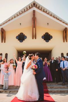 10 pasos que toda pareja debe saber de memoria antes de su ceremonia religiosa.    #Matrimoniocompe #Organizaciondebodas #Matrimonio #Novios #TipsNupciales #CaminoAlAltar #MatriPeru #BodaPeru #MatrimonioReligioso #BodaReligiosa Bridesmaid Dresses, Wedding Dresses, Fashion, Wedding Card, Wedding Gowns, Religious Wedding, Bride Maid Dresses, Bride Gowns, Moda