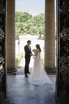 Beautiful bride in Paris