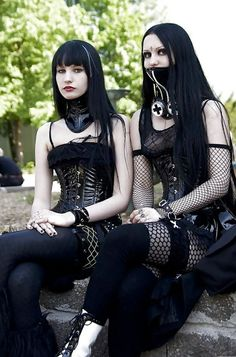 single goth ladies