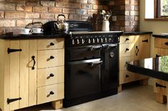 Get inspired by our kitchen gallery. Browse for design ideas and style tips; see how a Rangemaster can be the perfect match for you and your kitchen. Kitchen Oven, New Kitchen, Kitchen Dining, Kitchen Decor, Kitchen Cabinets, Kitchen Ideas, Double Oven Range, Cosy House, Cooking