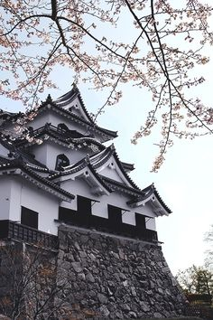 Things to consider in life. When luxury or the exotic comes knocking on your door do you answer? Japanese Colors, Japanese Art, Yamaguchi, Places Around The World, Around The Worlds, Japanese Castle, Asian Architecture, Need A Vacation, Places To See