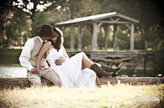 Outdoor country southern wedding - portrait of the bride and groom (with the cowboy hat and boots!) - by Footstone Photography www.footstonephotography.com
