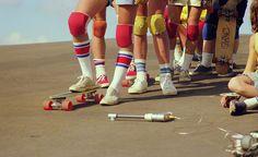 Photography Hugh Holland rediscovered photos of the hollywood skate scene Hugh Holland, Stacy Peralta, Roller Derby, Roller Skating, Girls Skate, Style Californien, Look Skater, Old School Skateboards, Penny Boards