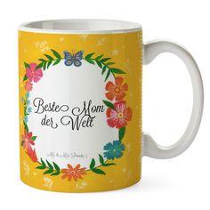 Tasse Design Frame Happy Girls Beste Mom der Welt aus Keramik  Weiß - Das Original von Mr. & Mrs. Panda.  Eine wunderschöne Keramiktasse aus dem Hause Mr. & Mrs. Panda, liebevoll verziert mit handentworfenen Sprüchen, Motiven und Zeichnungen. Unsere Tassen sind immer ein besonders liebevolles und einzigartiges Geschenk. Jede Tasse wird von Mrs. Panda entworfen und in liebevoller Arbeit in unserer Manufaktur in Norddeutschland gefertigt.    Über unser Motiv Design Frame Happy Girls…