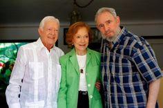 Fidel Castro con su amigo Jimmy Carter y su esposa Rosalyn----DIOS LOS CRIA Y EL DIABLO LOS JUNTA....Carter un hombre que fue elegido por un pais democratico y apoya un despiadado comunista como el dictador FIDEL CASTRO QUE LLEVA CASI MEDIO SIGLO EN EL PODER Y NUNCA HA SIDO ELEGIDO POR EL PUEBLO CUBANO........
