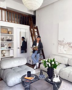 minimalist living room ideas Home And Living, Rugs In Living Room, Living Spaces, Living Room Decor, Room Paint Colors, Paint Colors For Living Room, Ikea Hemnes Bed, Nyc Studio Apartments, Milan Apartment