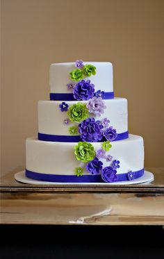 Purple and lime green colour combination (via The Couture Cakery).