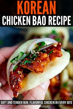 Korean Chicken Bao - foft and fluffy steamed mini bao buns filled with crispy Korean chicken – with full step-by-step instructions. A fantastic party food idea that will really impress your guests! 500 Calories, Chicken Flavors, Chicken Recipes, Steamed Bao Buns, Korean Steamed Buns Recipe, Healty Dinner, Dinner Meal, Xmas Dinner, Keto Dinner