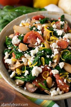 Spinach with White Beans and Feta Greek Spinach with White Beans and Feta - A delicious, healthy and zesty side dish!Greek Spinach with White Beans and Feta - A delicious, healthy and zesty side dish! Greek Recipes, Vegetable Recipes, Vegetarian Recipes, Cooking Recipes, Healthy Recipes, Vegetarian Barbecue, Barbecue Recipes, Vegetarian Cooking, Clean Eating