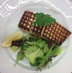 Secondi piatti : Salmone alla griglia con insalatina  Grilled salmon with salad  www.hotel-posta.it