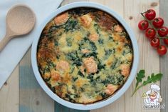 Salmon quiche with spinach - Lowcarbchef.nl - This salmon quiche with spinach is tasty, healthy and low in carbohydrates. A serving contains only - # Good Food, Yummy Food, Tasty, Salmon Quiche, Low Carb Recipes, Healthy Recipes, Lunch To Go, Gluten Free Pumpkin, Happy Foods