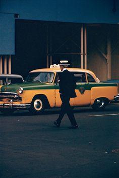 Du dernier film de Todd Haynes, Carol, à la photo de rue contemporaine, le travail de Saul Leiter, photographe américain, continue d'influencer les nouvelles générations.
