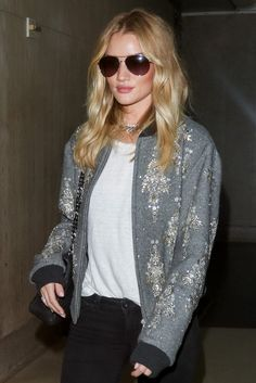 Rosie Huntington-Whiteley Is a Study in Stepping Up Your Travel Beauty