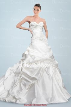 Romantic Sweetheart Neckline Princess Wedding Gown in Elaborate Applique and Pick-up Details
