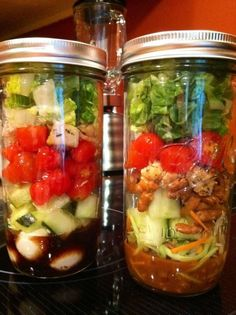 You all probably know about this Quick and Easy way to have Lunch for a Week! Salads in a Jar! New Recipes, Whole Food Recipes, Salad Recipes, Snack Recipes, Mason Jar Meals, Meals In A Jar, Vegetarian Dinners, Vegetarian Recipes, Healthy Recipes