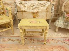 Tabouret miniature en bois Shabby chic jaune vanille, Rose romantique, Mobilier pour maison de poupée à l'échelle 1/12 by AtelierMiniature on Etsy