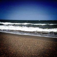 Lascio i miei pensieri liberi di correre fra le onde del mare. Foto di @fabioquarta