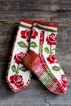 Wool socks knitted in Finland. Why am I so fascinated with color work?