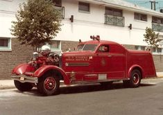 Athrens-Fox fire engine - put the pump before the engine to re-create that feeling of sailing a supertanker down the streets. New Trucks, Cool Trucks, Fire Trucks, Chevy Trucks, Fire Dept, Fire Department, Dodge, Cool Fire, Automobile