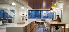 An HOK report on workplace strategies that enhance human performance, health and wellness Office Canteen, Office Bar, White Office, Open Office, Office Ideas, Corporate Interiors, Office Interiors, Interior Office, Interior Architecture