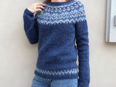 quand j'ai vu la version de cet Afmaëli chez Claire, j'ai totalement craqué! sauf que je n'avais pas du tout la même laine ni les mêmes... Icelandic Sweaters, Ravelry, Yarn Inspiration, Yarn Shop, Diy Clothing, Handmade Clothes, Pulls, Knitting Patterns, Men Sweater