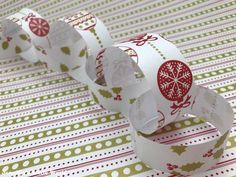 Making simple paper chains with Instawrap self adhesive wrapping paper - really easy for little ones!